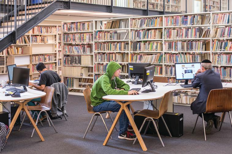 ספרייה בתל אביב (צילום: מאיר שפירא)