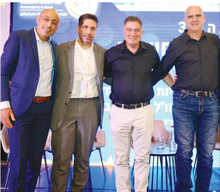 מימין לשמאל עדיאל שמרון, ראול סטרוגו, אוהד דנוס ואחרון משמאל ירון גינדי (צילום: ניב קנטור)
