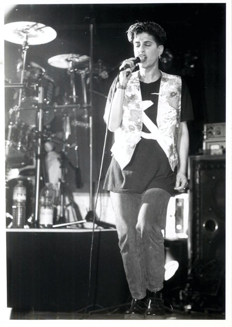 סי היימן בהופעה בשנת 1989 (צילום: גרי אברמוביץ)