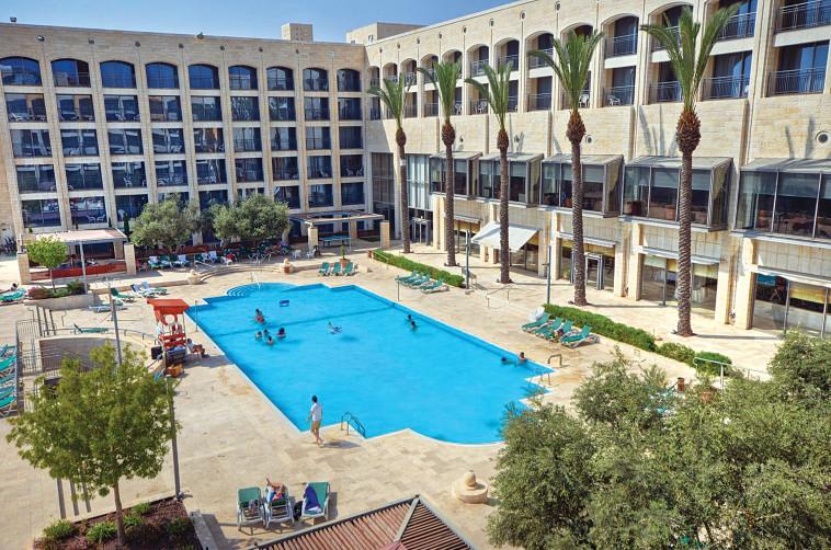 Golden Crown Nazareth Pool (Photo: Itai Sikolsky)