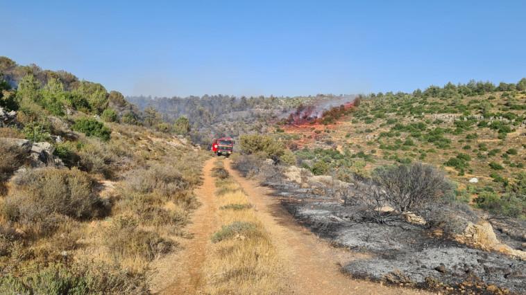 השריפה בביתר עילית (צילום: דוברות כבאות והצלה)