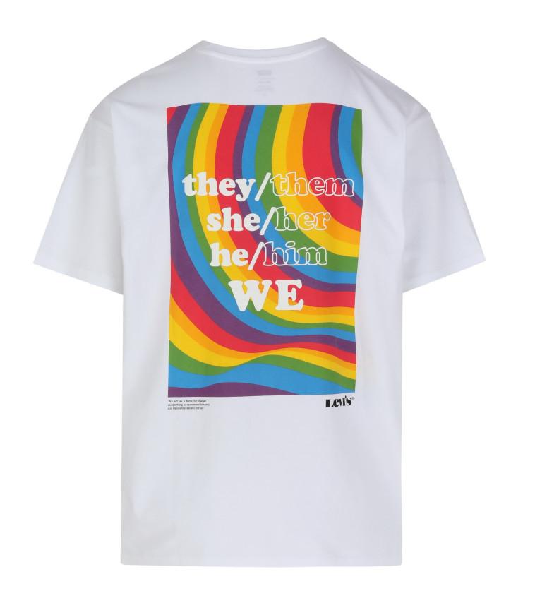 חולצה מקולקציית הגאווה של LEVIS. להשיג בחנויות הדגל. מחיר: 229 שקל (צילום: יח''צ)