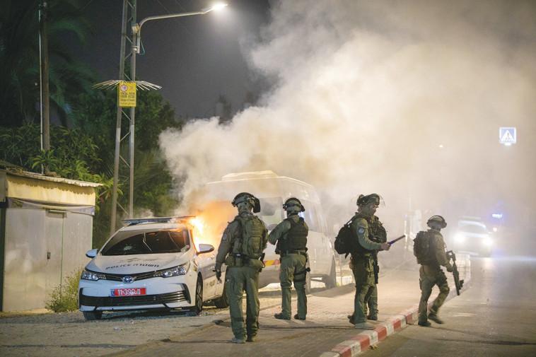 שוטרים במהלך פעילות בלוד (צילום: יוסי אלוני, פלאש 90)