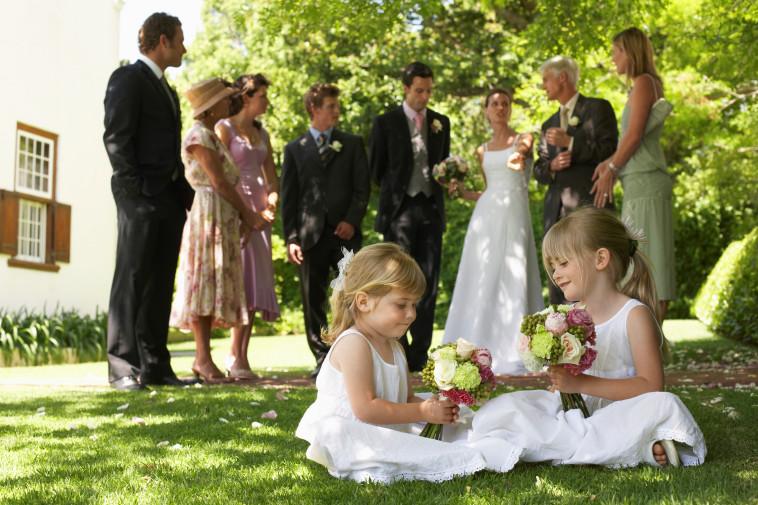 חתונה בחצר (צילום: אינגאימג')