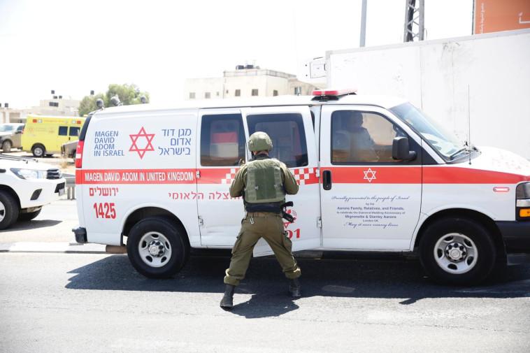 כוחות הביטחון סמוך לזירת ניסיון הפיגוע בחיזמא (צילום: שלו שלום/TPS)
