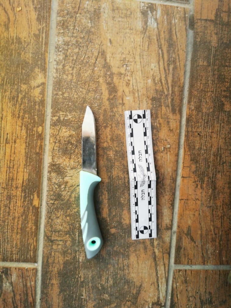 הסכין איתו נתפסה החשודה במערת המכפלה (צילום: דוברות המשטרה)