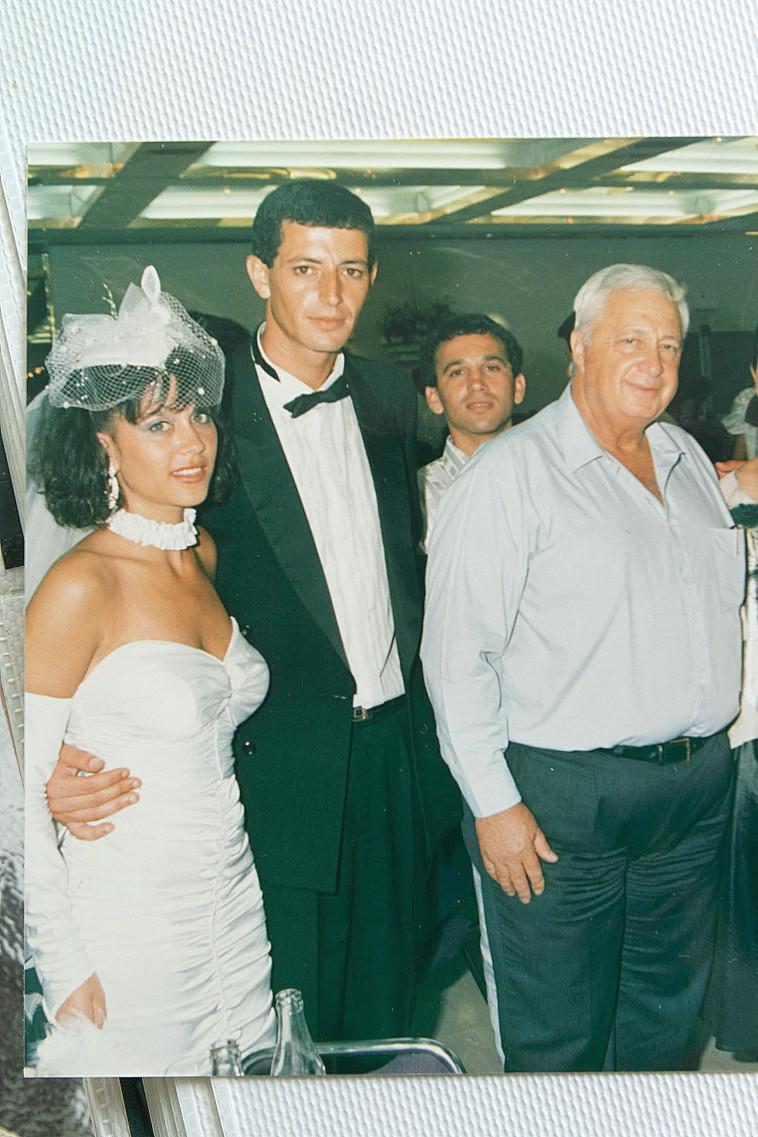 קובי הרוש ואשתו מיקי ביום חתונתם (צילום: יוסי אלוני, רפרודוקציה)