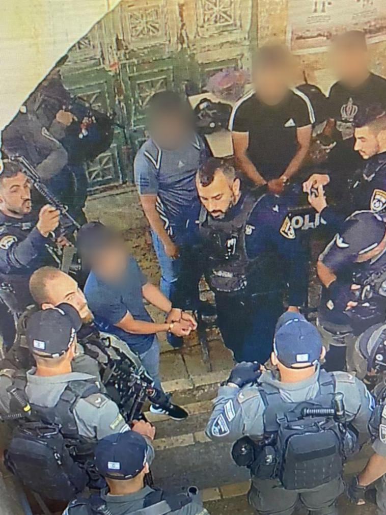 מעצרים בעקבות הפרות סדר בהר הבית (צילום: דוברות המשטרה)