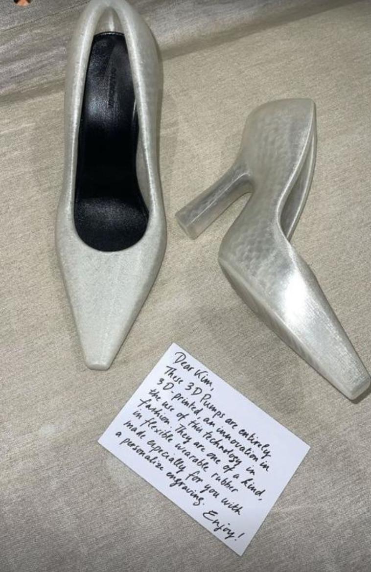 הנעל של קים קרדשיאן (צילום: צילום מסך מתוך אינסטגרם)