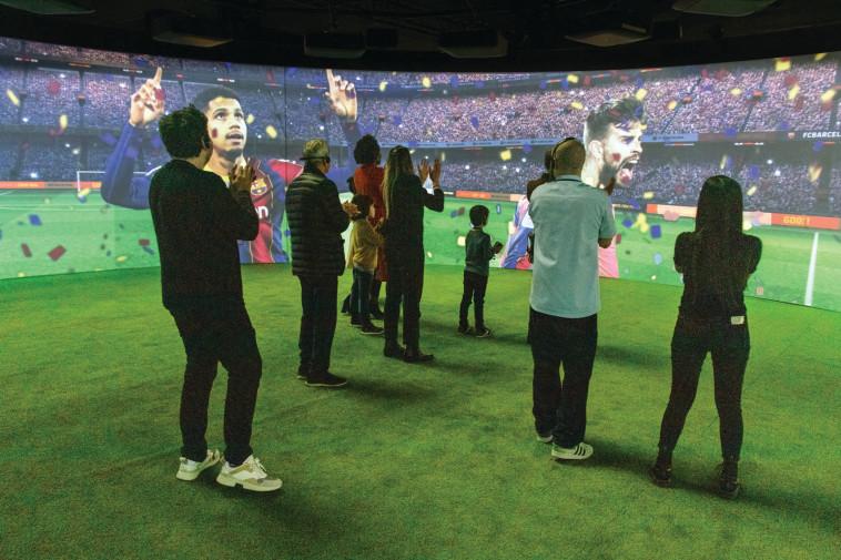 תערוכת ברצלונה מגיעה לישראל (צילום: Proactiv, FC Barcelona)