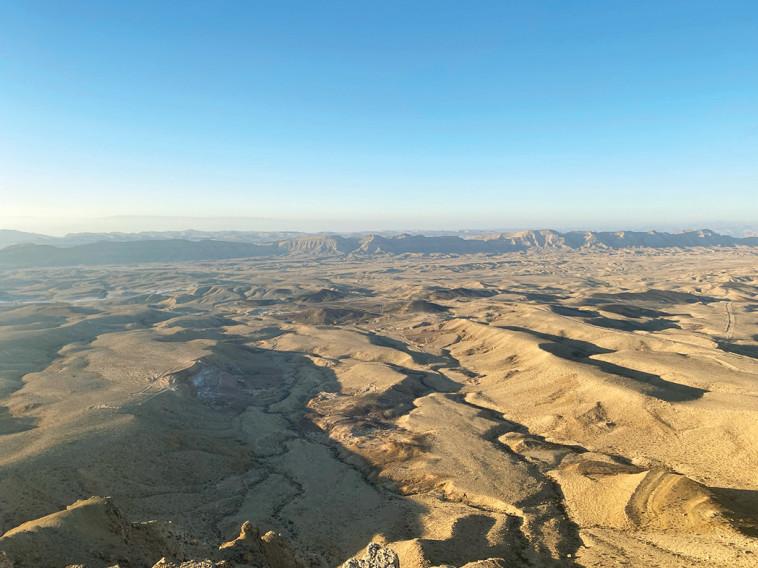 תצפית אל המכתש מהר אבנון (צילום: מיטל שרעבי)