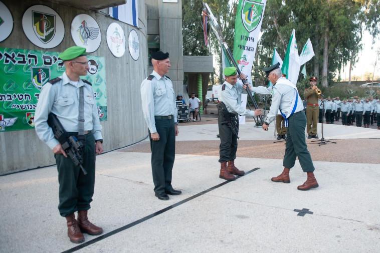 אל''מ שרון אסמן (ראשון משמאל) (צילום: דובר צה''ל)