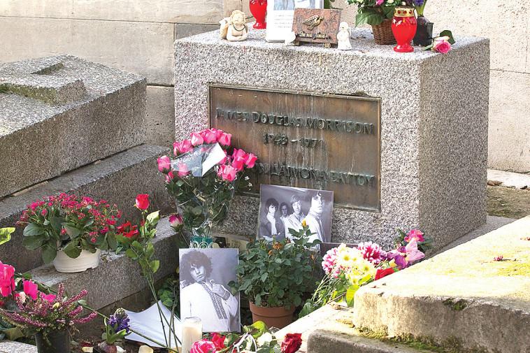 קברו של מוריסון בפריז (צילום: רויטרס)