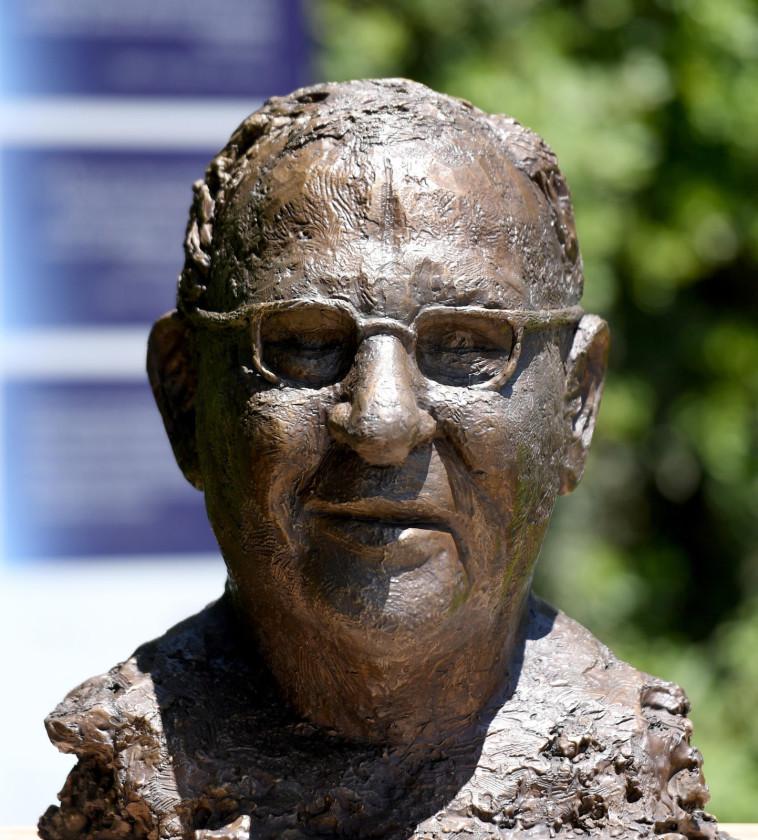 פסל הנשיא ריבלין  (צילום: חיים צח לע''מ)