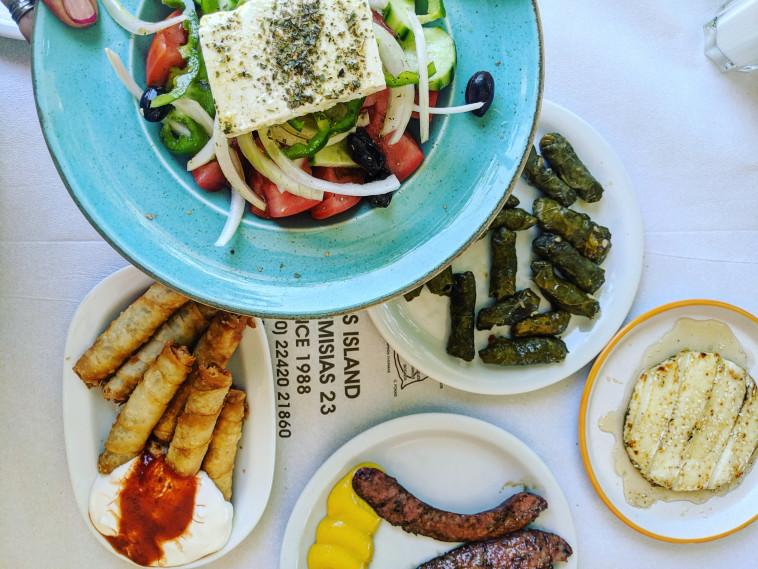 שולחן טורקי יווני במסעדת עלי בקוס (צילום: אסנת גואטה)