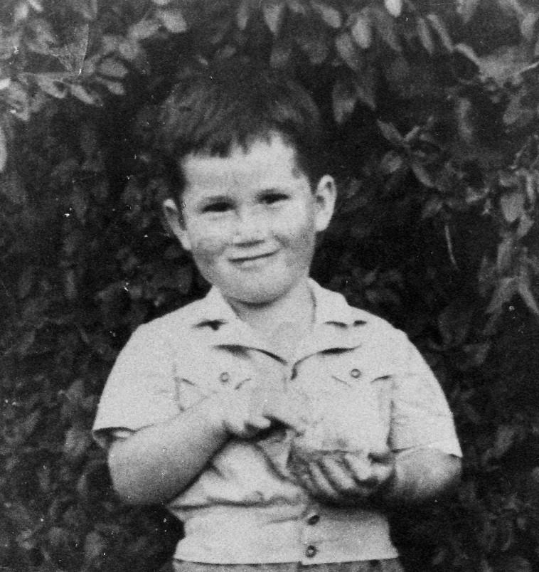 אהוד מנור בילדותו (צילום: באדיבות המשפחה)