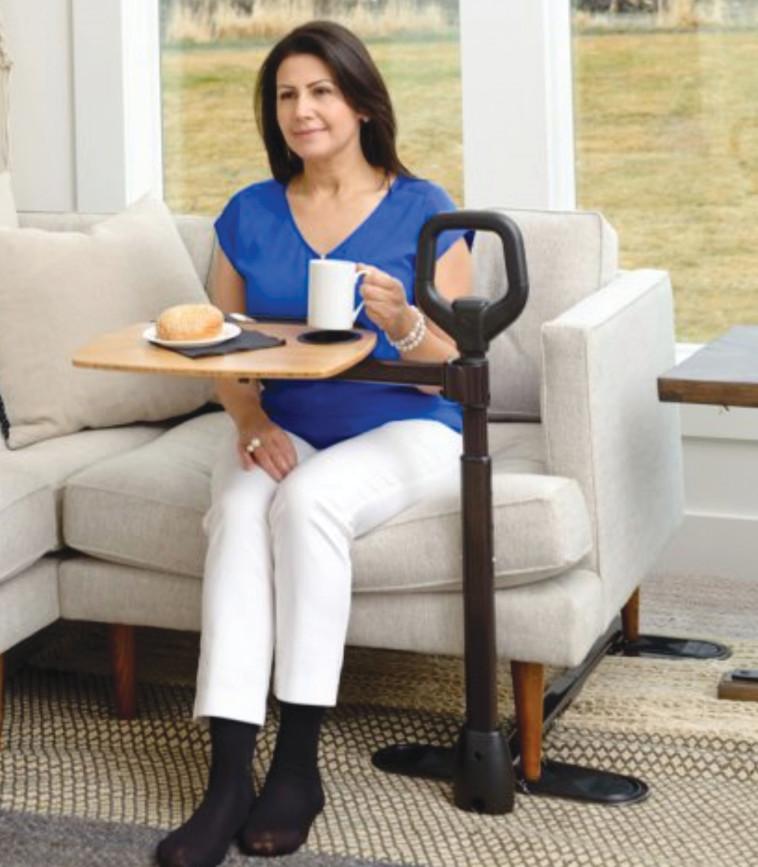 מעקה קימה עם שולחן צד מסתובב (צילום: יחצ)