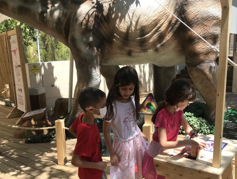דינוזאורים במדעטק חיפה (צילום: יוספה קמחי)