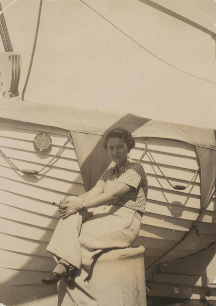 חנה סנש בדרכה לארץ על סיפון האונייה 'בסרביה' (צילום: ארכיון בית חנה סנש)