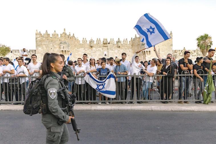מצעד הדגלים  (צילום: אוליבייה פיטוסי, פלאש 90)