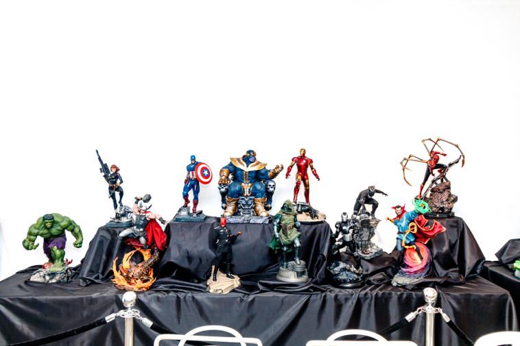 פסלי הדמויות של Marvel ב''קומיקס-קון ישראל'' (צילום: אריק פרייס)