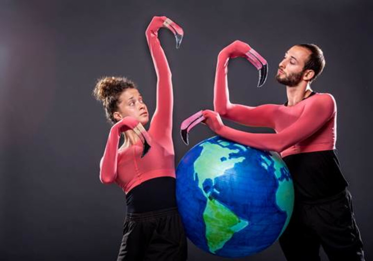 המופע מסע בעולם בתיאטרון הקרון (צילום: כפיר בולוטין)