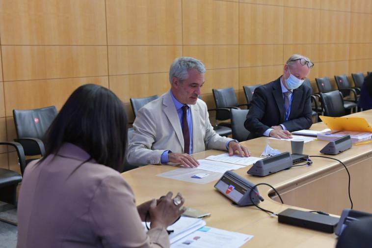 תמנו שטה במטה ה-OECD בפריז (צילום: נתן וייל, לע''מ)