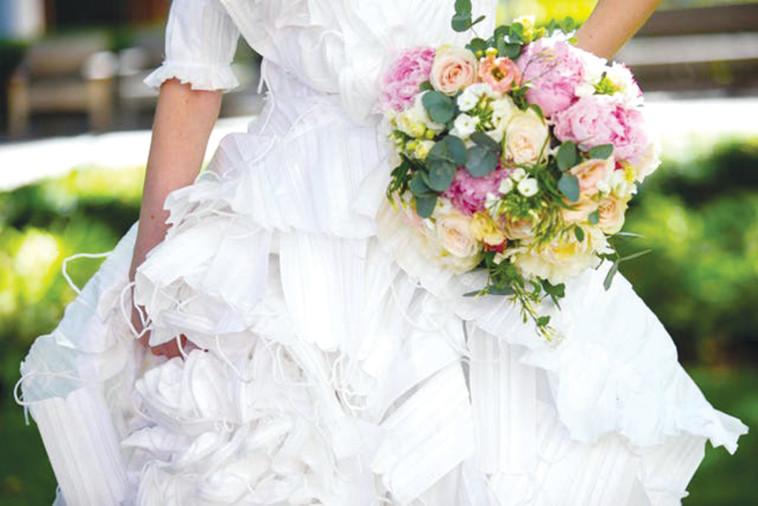 1,500 מסיכות, שמלה אחת (צילום: דיוויד פארי)