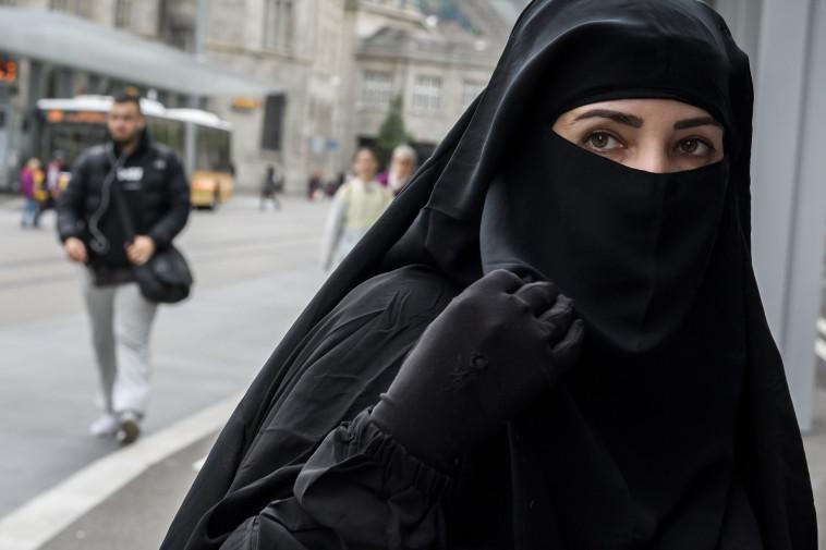 אישה לבושה בניקאב, אילוסטרציה (צילום: Getty images)