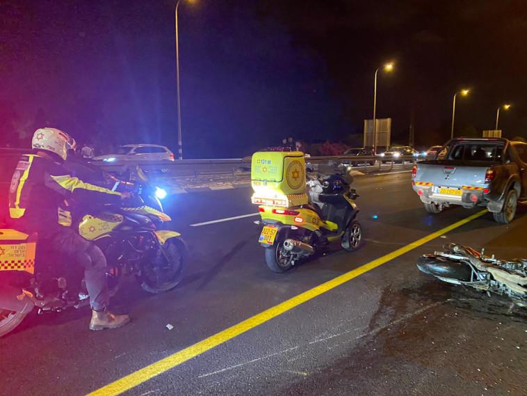 זירת תאונת האופנוע באזור מעלות (צילום: תיעוד מבצעי מד''א)