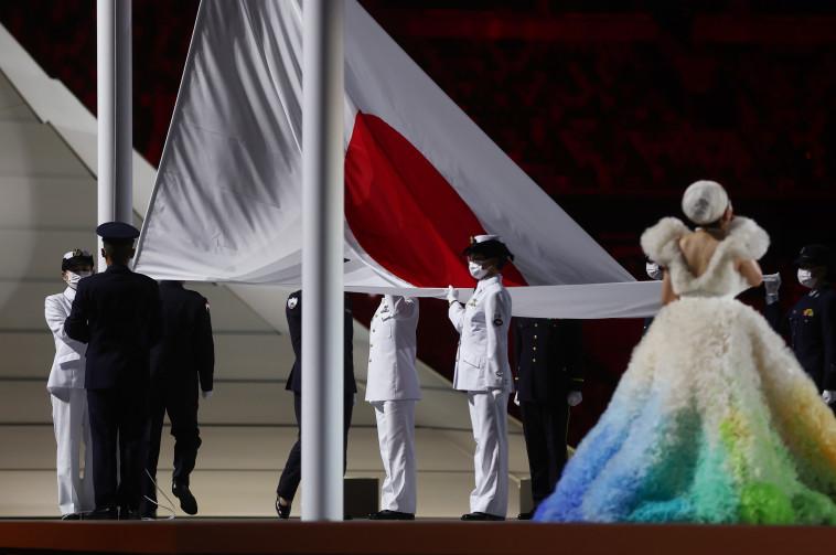 הנפת דגל יפן (צילום:  REUTERS/Kai Pfaffenbach)
