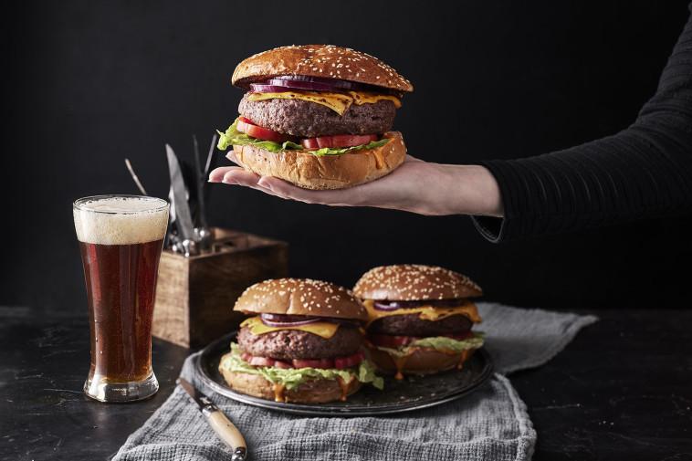 המבורגר של חברת רידיפיין (צילום: אפיק גבאי)