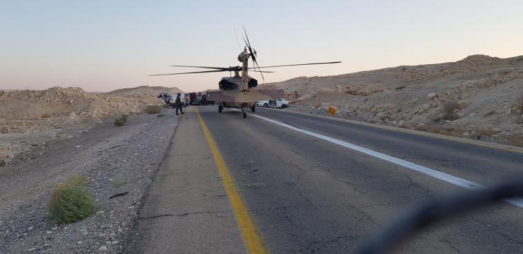 מסוק מפנה פצועים בזירת התאונה בערבה (צילום: נדב אילון, יחידת חילוץ ערבה)
