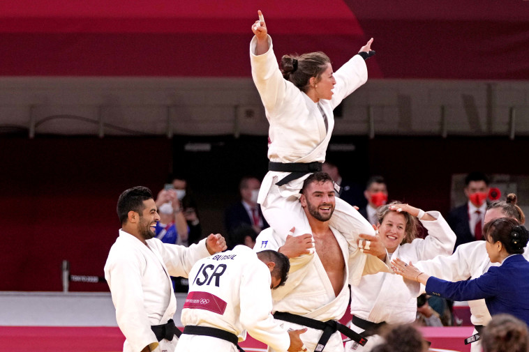 נבחרת ישראל בג'ודו חוגגת את הזכייה במדלית הארד (צילום: Robert Hanashiro-USA TODAY Sports,via Reuters)