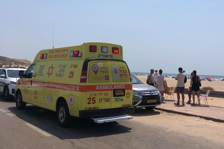 אמבולנס מד''א בחוף פולג בנתניה (צילום: תיעוד מבצעי מד''א)