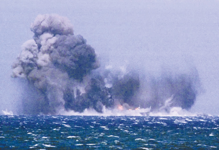 פיצוץ ספינה, ארכיון (צילום: רויטרס)