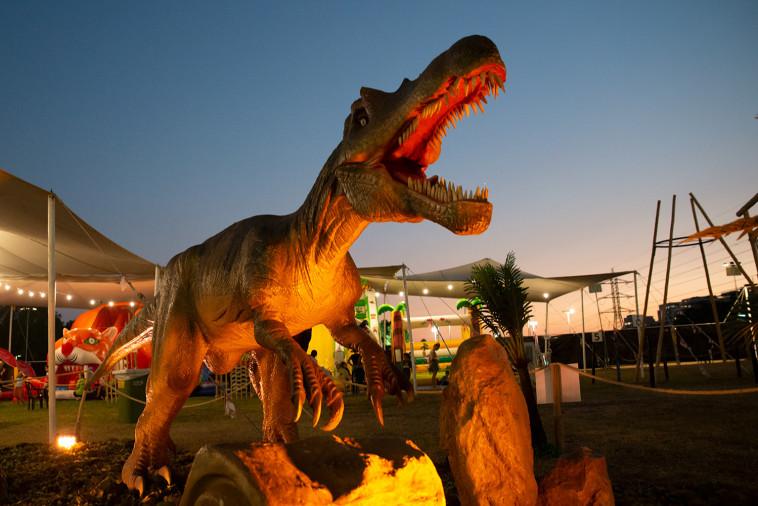 דינוזאורים בגדול טבעי בפארק הדינוזאורים (צילום: באדיבות EGOEAST הפקות)