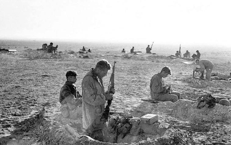 קרב המיתלה (צילום: אברהם ורד, ''במחנה'')