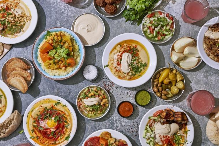 ארוחת טעימות של חומוס יוסף (צילום: אנטולי מיכאל)