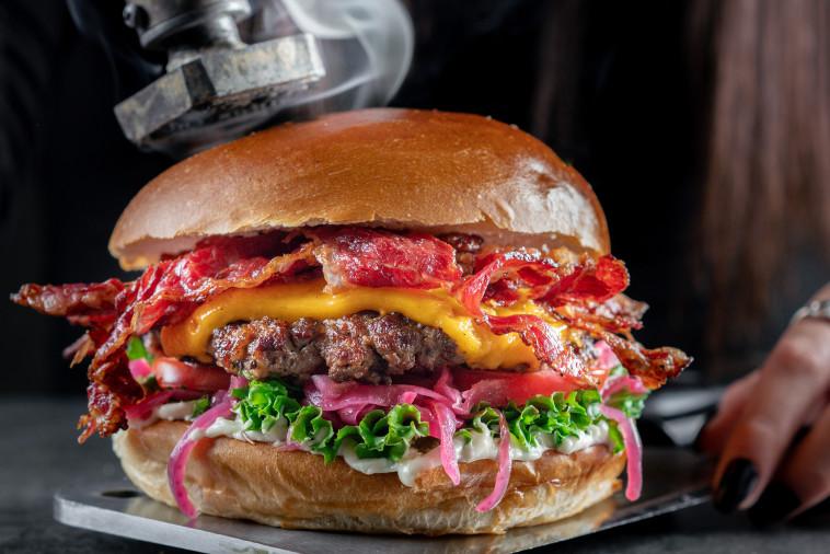 המבורגר צ'יזי של ההמבורגריה של שגב (צילום: אסף קרלה)
