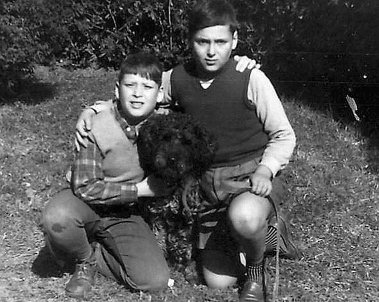 סיפור של סנדוויץ' נקניק. צבי שיסל (משמאל) בימי בית הספר הר נבו (צילום: ארכיון פרטי, נתן זהבי)