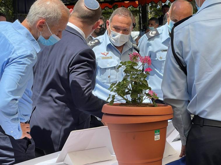 מפכ''ל המשטרה קובי שבתאי וראש הממשלה נפתלי בנט (צילום: ללא קרדיט)