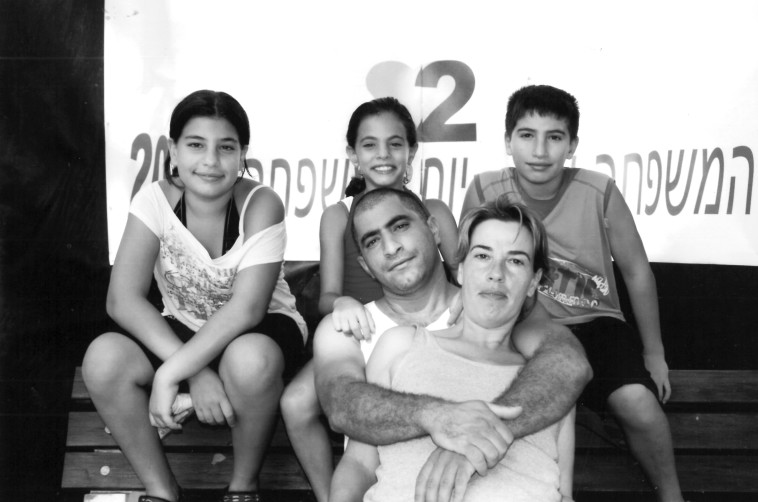 לינוי אשרם והמשפחה (צילום: באדיבות המשפחה)