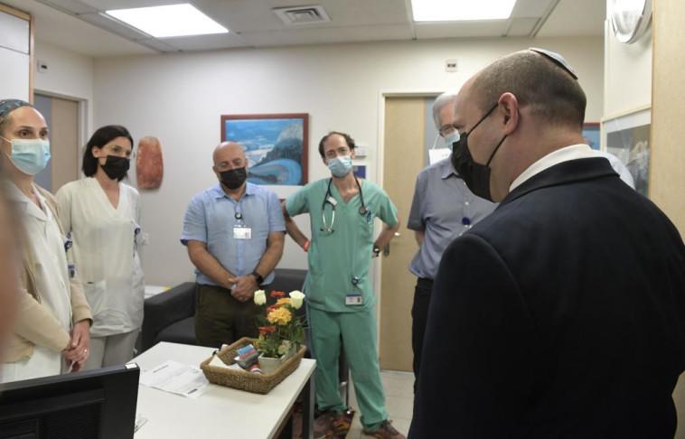 נפתלי בנט בבית החולים איכילוב (צילום: קובי גדעון, לע''מ)