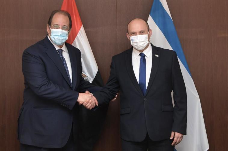 רה''מ בנט ושר המודיעין של מצרים  (צילום: קובי גדעון, לע''מ)