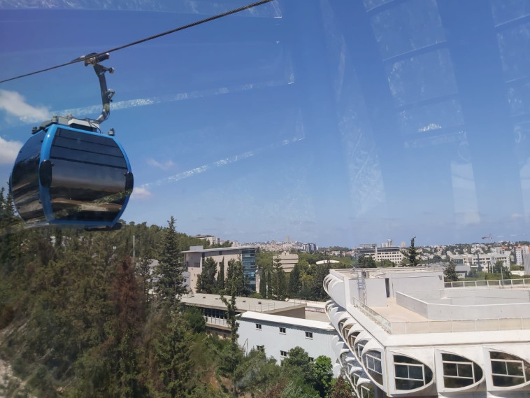 The first cable car in Haifa (Photo: Moshe Cohen)