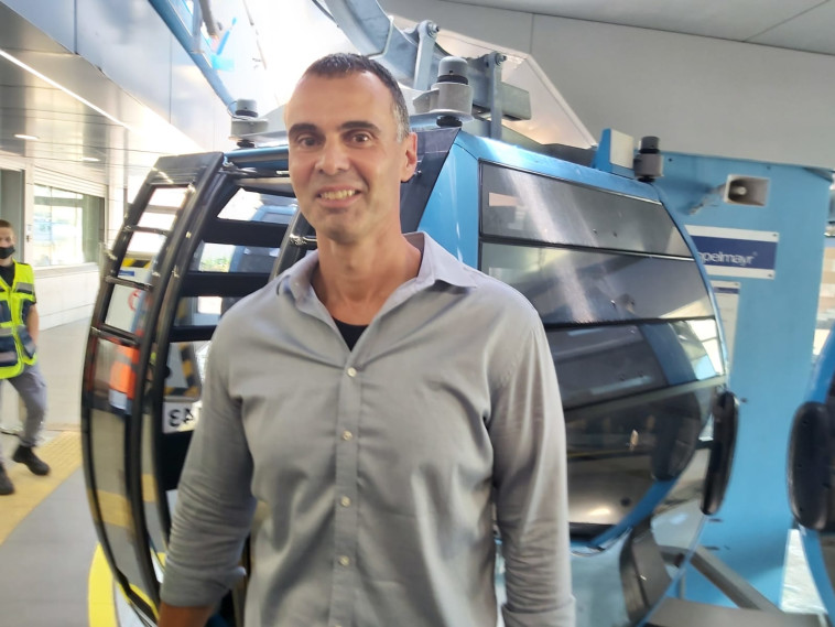 Moti Levin, Director of the Execution Division at Netivei Israel with the first cable car in Haifa (Photo: Moshe Cohen)