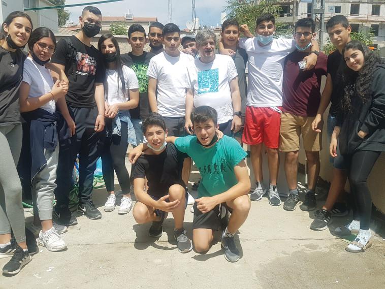 ארז מארח את תלמידי תיכון קשת (צילום: צילום פרטי)