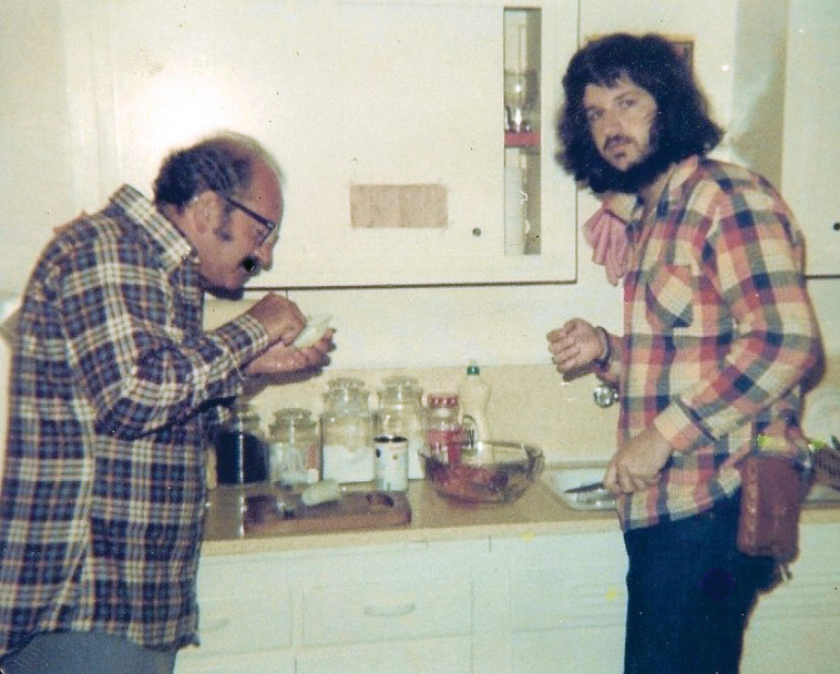 רון מיברג ואביו (צילום: פרטי)