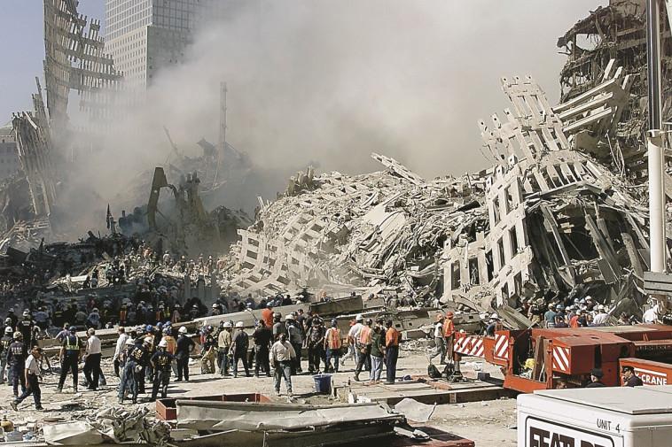 הריסות מגדלי התאומים אחרי פיגועי 11 בספטמבר (צילום: BETH A. KEISER.GettyImages)